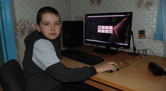 В Запорожской области школьник еще в 2 года научился работать на компьютере