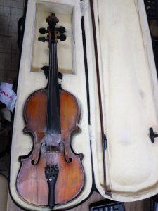 Запорожские таможенники пресекли попытку нелегального вывоза скрипки Амати