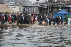 В Запорожье отпраздновали Крещение под пристальным наблюдением спасателей (фото)