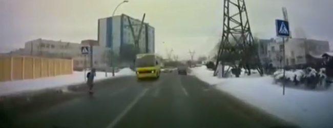 На волоске от смерти: Авто происшествие в Запорожье, — ВИДЕО