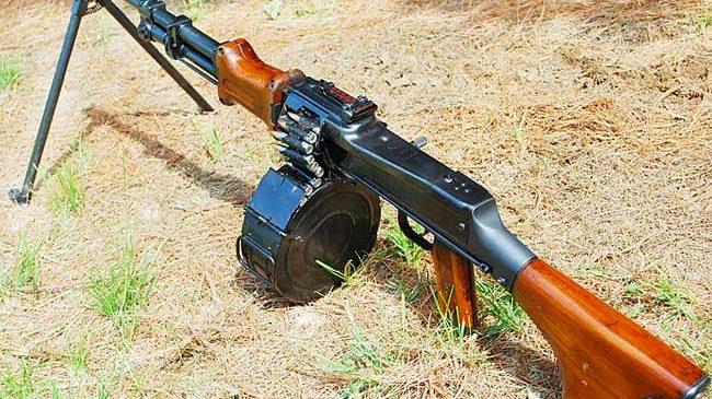 В Запорожье на детской площадке вместо новогодних фейерверков мужчина стрелял из пулемета