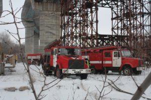 На запорожских мостах-долгостроях загорелся кран