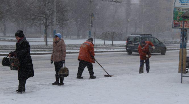 Первая пурга: Как в Запорожье работают коммунальщики (ФОТО)