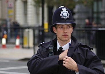 Полицейские воруют печенье
