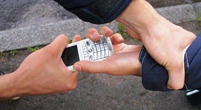 В Запорожской области задержали злоумышленника, который насильно отобрал мобильный у несовершеннолетней девушки