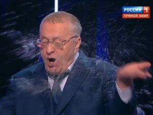 Ксения Собчак облила Жириновского в прямом эфире во время дебатов дабы успокоить