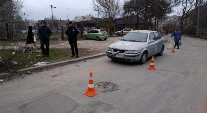 В Запорожье мужчина угодил под колеса авто