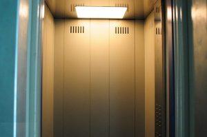 В Запорожье убийца оставил свою жертву в кабине лифта