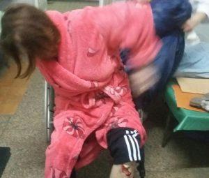 Страх и ненависть в Приморске. На Запорожье женщину искалечили в больнице, — ФОТО