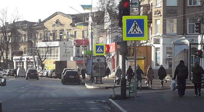 Как в Мелитополе вешают дорожные знаки (фото)