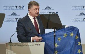 Порошенко привез в Мюнхен флаг ЕС из Авдеевки
