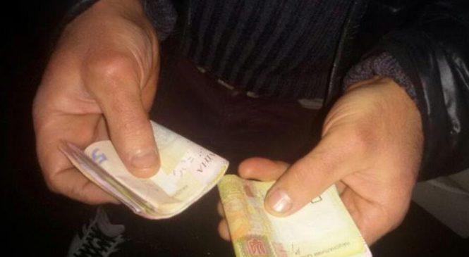 В Запорожье мужчина украл сумочку на вечере встречи выпускников