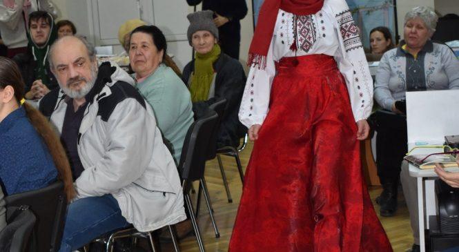 «День хиджабу » в Запорожье прошел  с дефиле мусульманской моды — ФОТО