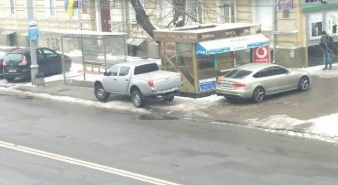 А говорят блондинки не умеют парковаться…, Фото супер-парковки