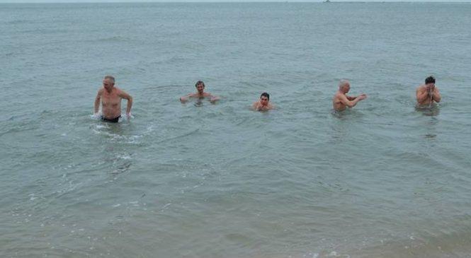 Бердянские «моржи» планируют искупаться в ледяном море в день всех влюбленных