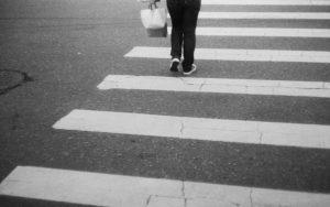 В Запорожской области автомобиль сбил женщину на пешеходном переходе, — ВИДЕО