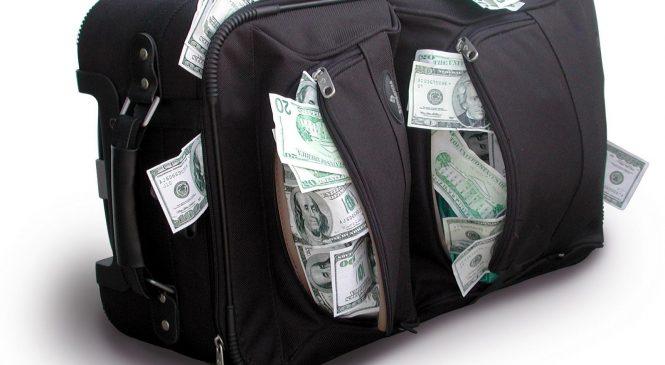 Премии до 19 млн: озвучены надбавки к зарплатам чиновников Украины