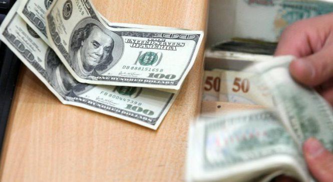 В Запорожье продолжает дешеветь доллар