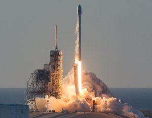 SpaceX успешно запустила ракету-носитель Falcon Heavy