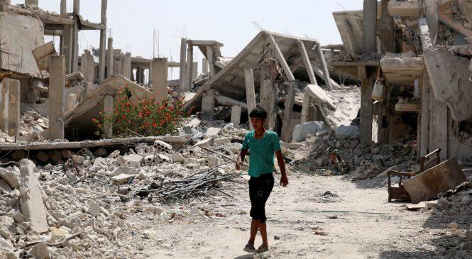 Сеть поразило видео спасения ребенка из-под завалов после авиаудара в Сирии