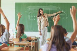 В Украине снова повысят зарплаты учителям: названы суммы и сроки, — ВИДЕО