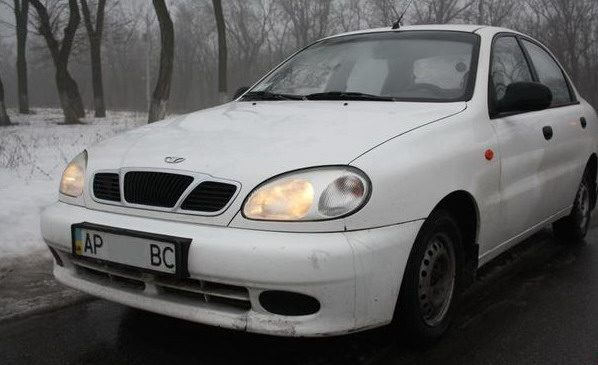 В Запорожье таксист сбил 15-летнюю девушку и скрылся