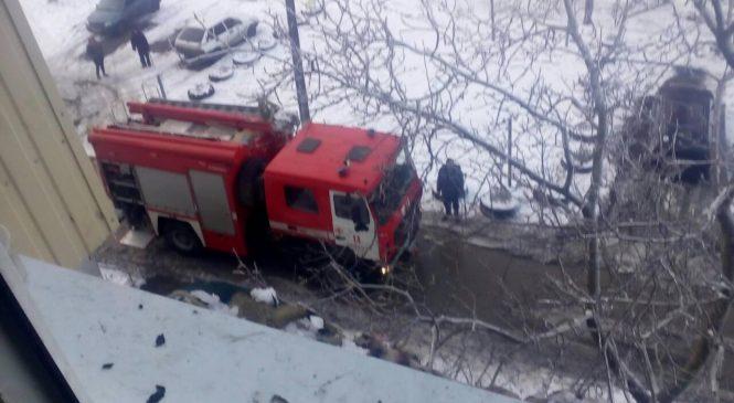Пожар в Бердянске: бойцы ГСЧС спасли 5 человек