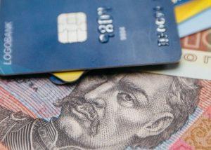 Минимальную зарплату получают 6,6% украинцев