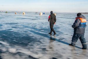 Из Каховского водохранилища достали труп рыбака
