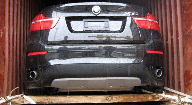 Вполне легально: украинцы массово завозят подержанные авто из США и Канады