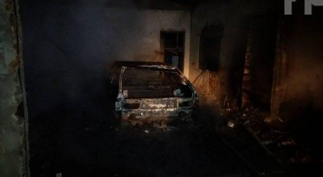 Под Мелитополем ВАЗ-2108 дотла сгорел в гараже