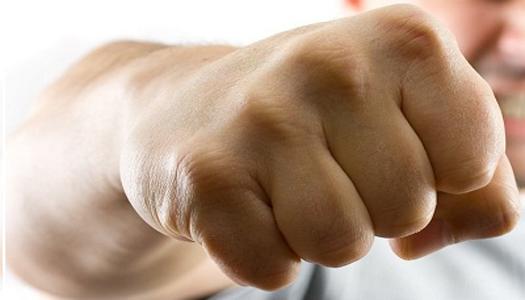 Психи на свободе. Часть вторая: в Запорожье психически не здоровый мужчина избивает женщин в очках
