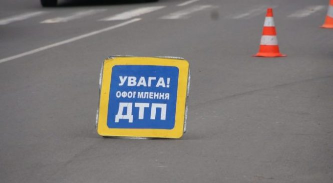 В Запорожской области  фура застряла на газоне — ВИДЕО