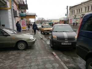 Очередной мастер парковки Запорожской области перегородил проезд