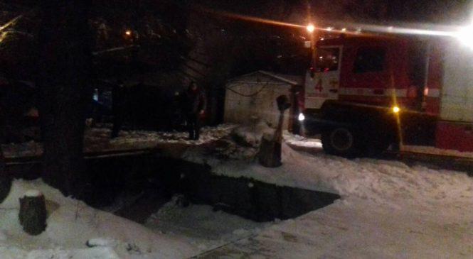 В Запорожье бомжи решили погреться и сожгли гараж