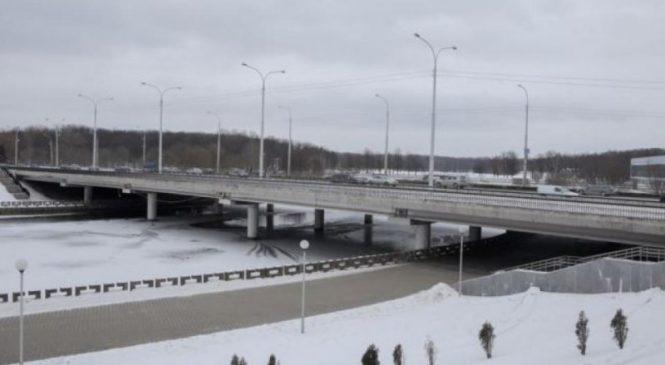 Новые технологии: бетонный мост укрепили деревянными конструкциями, — ФОТО
