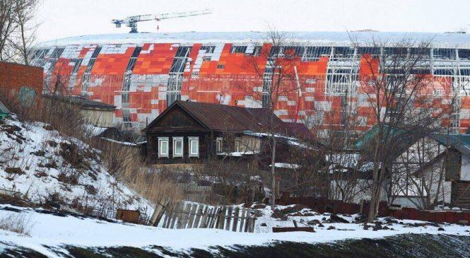 Показуха на фоне разрухи: фото строительства стадиона к ЧМ-2018 в России