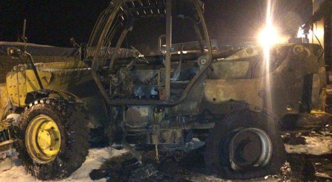 Пожар в Михайловке: дотла сгорел погрузчик стоимостью 35€ тысяч