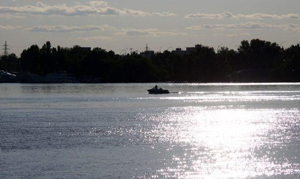 На Каховском водохранилище продолжаются поиски пропавших рыбаков