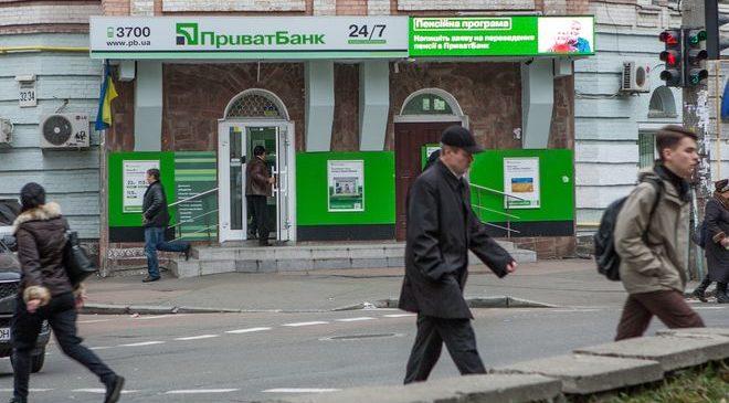 Приватбанк продолжает выплачивать крымские депозиты по решениям судов