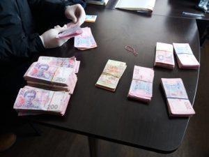 В Запорожье на взятке в четверть миллиона гривен задержан налоговик, — ФОТО