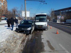 В Запорожье произошла авария с участием маршрутки, есть пострадавшие, — ФОТО