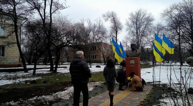 В Запорожье открыли памятник известному украинскому поэту, — ФОТО
