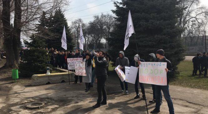 Акция #стопдудников собрала более сотни запорожских студентов