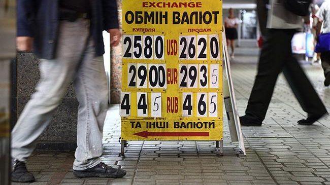 Украинцев готовят к 25,50 грн./$: что будет с долларом после 8 марта