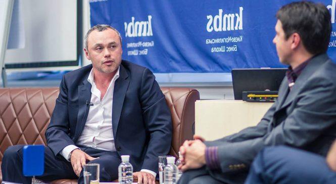 Евгений Черняк: Украинцы бегут из страны, увозя с собой семьи, налоги и мозги