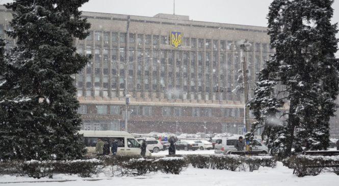 В Запорожье ветераны АТО штурмовали здание облсовета, по приказу Брыля задержаны активисты