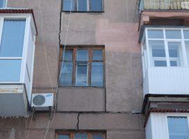 Падающий дом на бульваре Шевченко: люди продолжают жить в ужасе