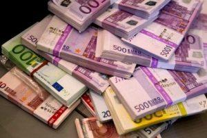 Криминальное Запорожье: преступники украли 100 тысяч евро, разбив стекло автомобиля. Объявлен  план «Перехват»
