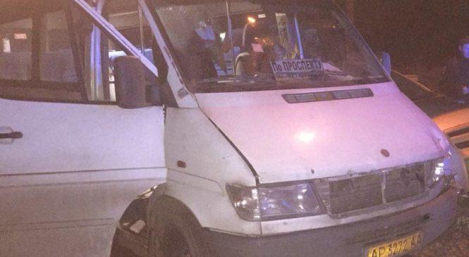 В Запорожье неадекватный водитель маршрутки №76 выгнал из салона всех пассажиров
